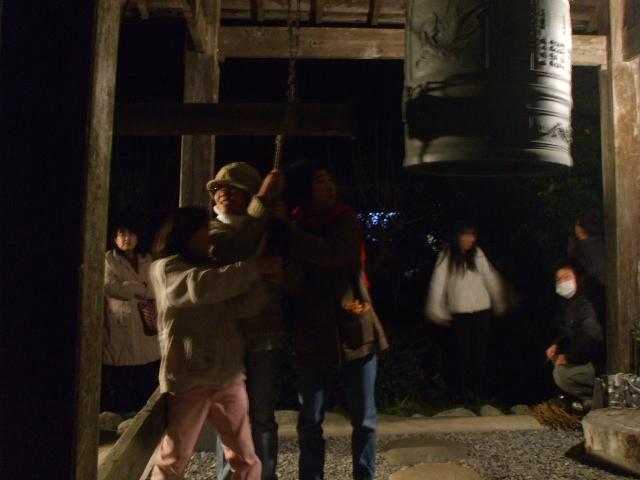 曹洞宗 五葉山 宝光寺 平成20年 大晦日 除夜の鐘 鐘撞きの様子